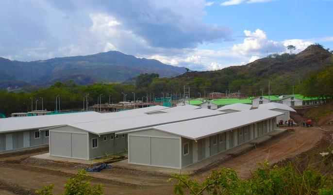 campo da lavoro prefabbricato con alloggi