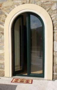 finestra in legno alluminio ad arco su misura