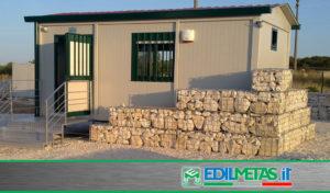 Casa prefabbricata coibentata per campagna o uso ufficio con tetto a doppia falda