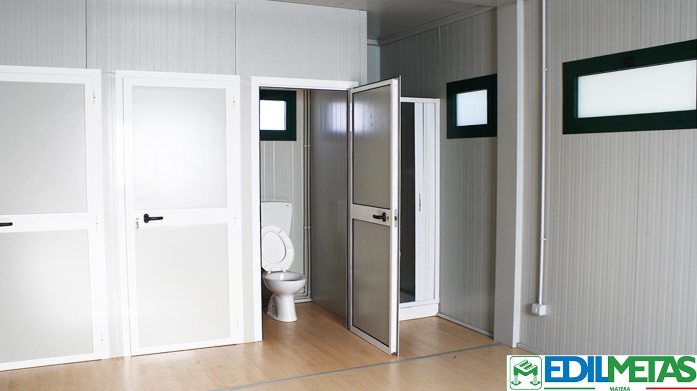 WC e doccia in spogliatoio prefabbricato
